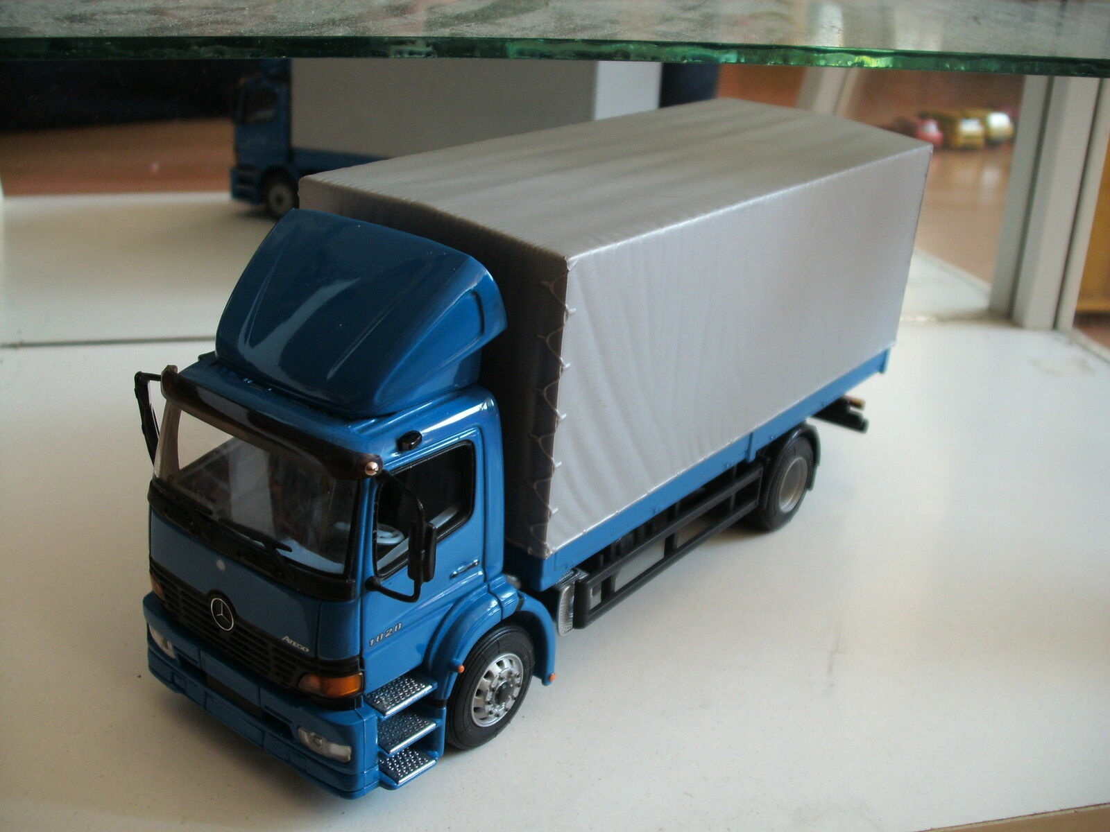 confortevole Minichamps Mercedes Atego 1828 in blu grigio on on on 1 43  essere molto richiesto