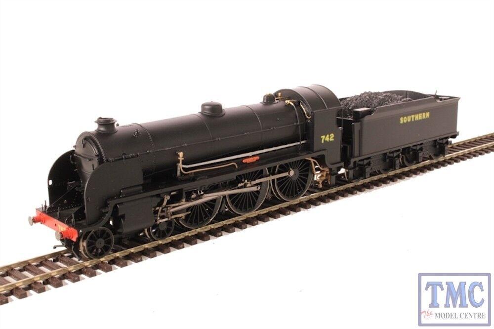 R3527 Hornby OO Gauge SR 4-6-0 'Camelot' '742' N15 King Arthur Class