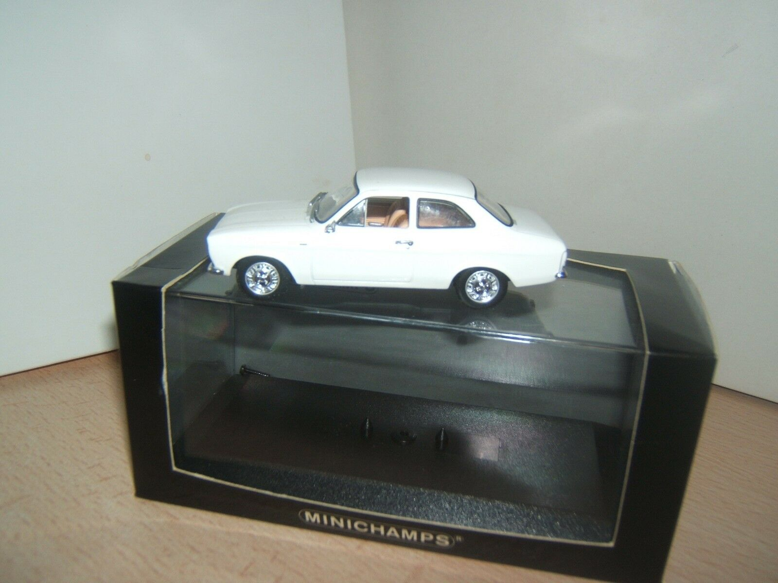 FORD  ESCORT  1  COUPE  MINICHAMPS  1 43