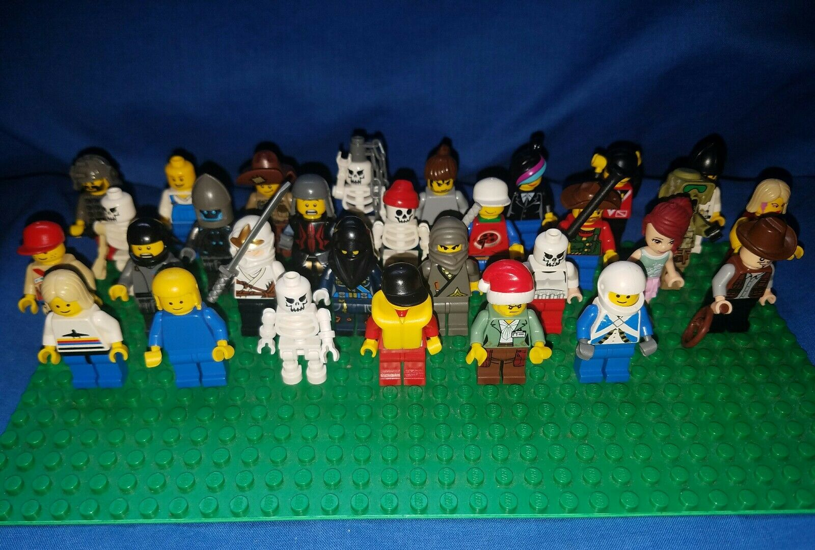Bulk lot 25 Lego minifigures + accessories retirot