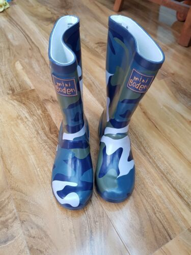Size 26 8.5 BRAND NEW Mini Boden Boys Wellies Wellington Boots Khaki Camo