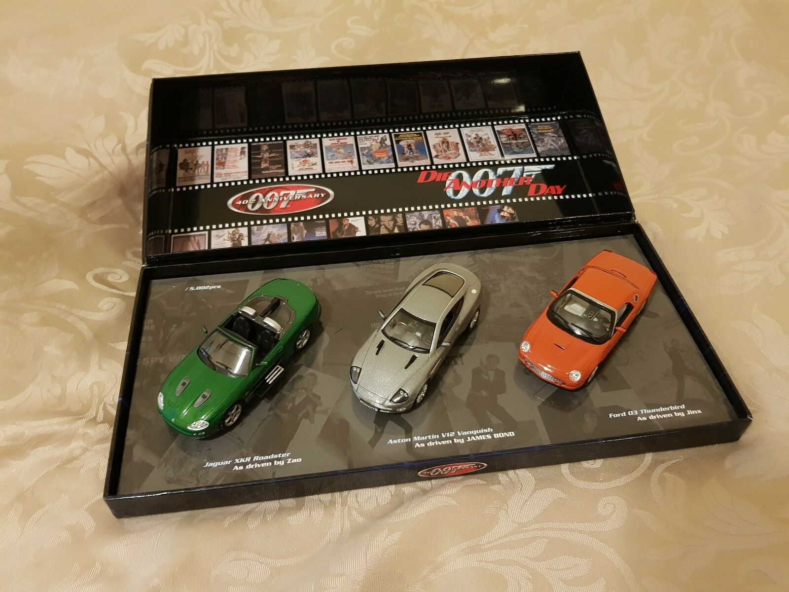 The MINICHAMPS Bond Collection 007 Die Another Day aston martin ford jaguar 1 43