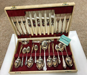 26-Piece-Cutlery-Set-Sheffield-Silver-Plated-Vintage-Felt-Lined-Carry-Case
