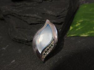 Eleganter-925-Silber-Anhaenger-Perlmutt-Abstraktes-Blatt-Tropfen-Hellblaue-Steine