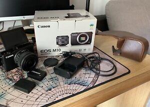 Fotocamera mirrorless Canon EOS M10, doppia batteria, custodia