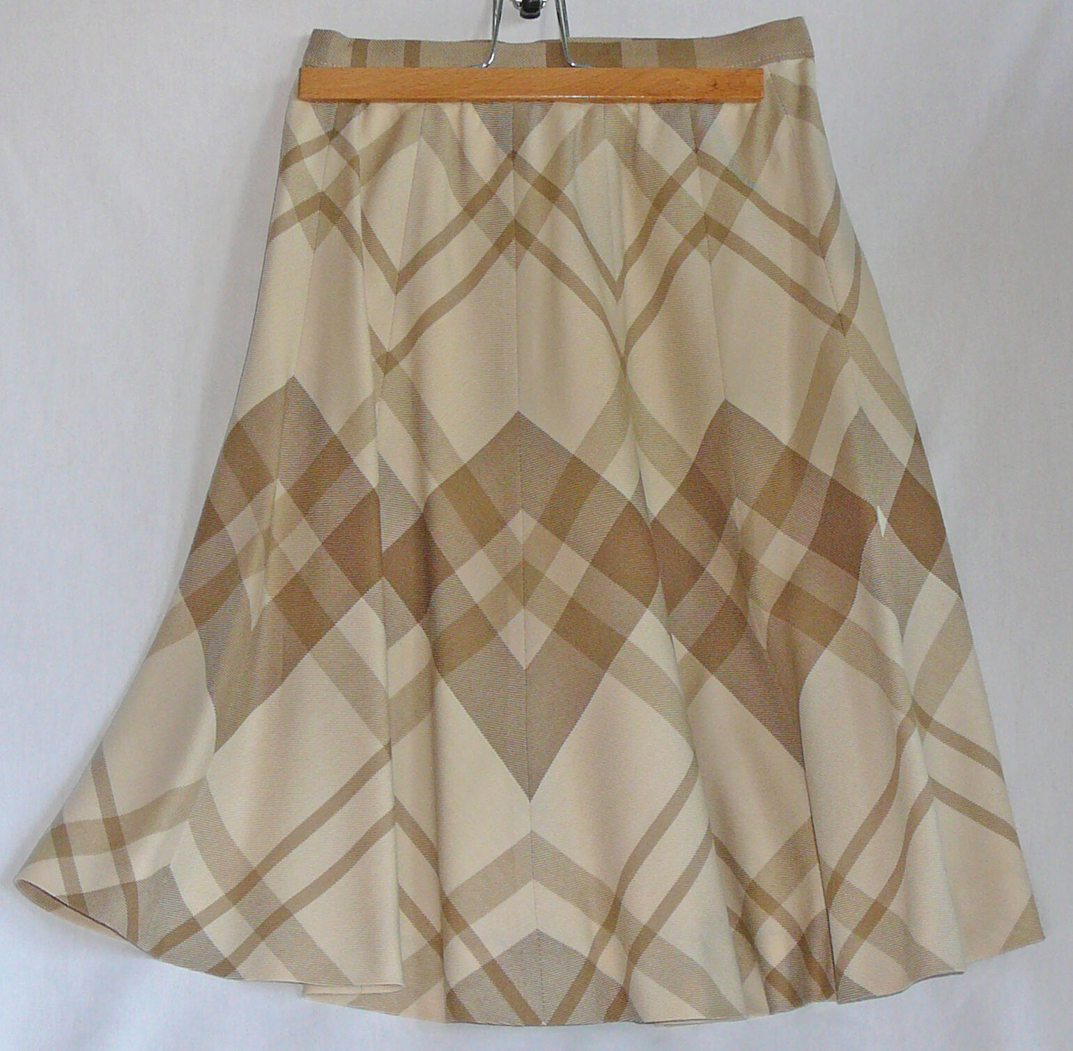 Quality fine woolen flaired gored skirt by Helft's