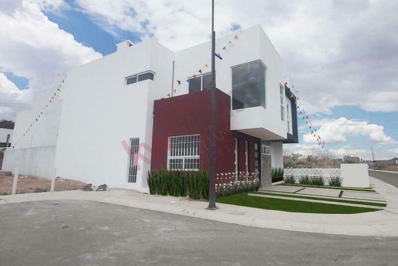 Casa nueva en venta Querétaro, Lomas de Juriquilla. 4 recámaras, roof garden