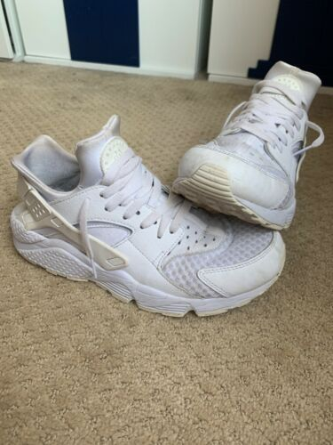 Women's White Huaraches Size 9 (Lightly Worn)