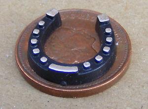 1:12th Escala Grande Suerte Zapato caballo Negro De Casa De Muñecas Accesorio de jardín 323