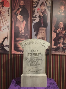 Full-Size-Master-Yale-Gracey-Imagineer-Tombstone-Haunted-Mansion-Disneyland-2018