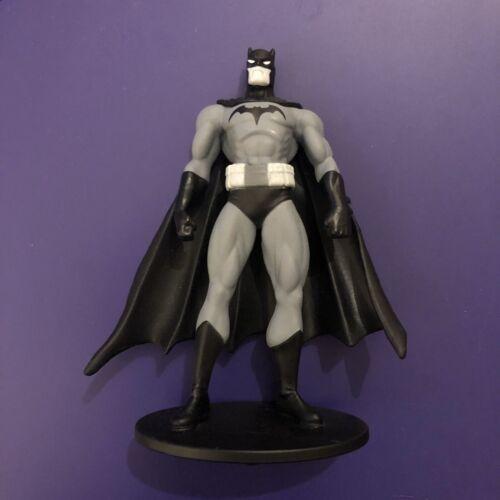Batman Blanco Y Negro Mini Figura Serie 3 Jim Lee