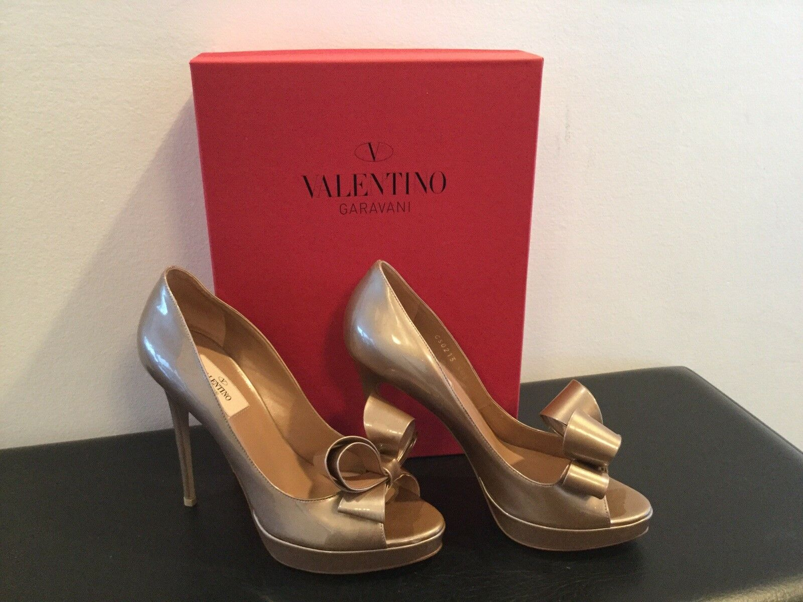 NIB Valentino Garavani Couture Nude Patent, Open Toe Bow Pumps Heels shoes 38.5
