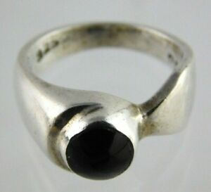 Vintage-Mexican-Sterling-Silver-and-Black-Onyx-Ring-925-Taxco-Mexico-Size-6-5