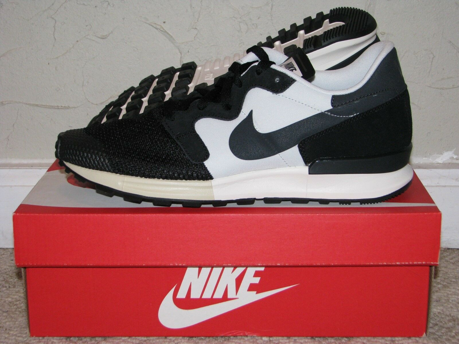 Nike Air Berwuda Black   Off White Mens Size 10 DS NEW  555305-003