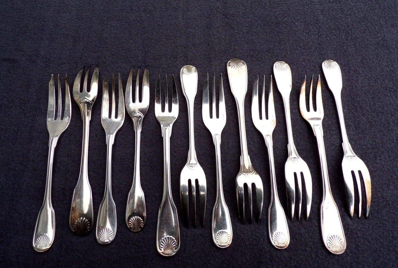 CHRISTOFLE  12 fourchettes à gâteaux  en métal Silberé modèle coquille Vendôme 2