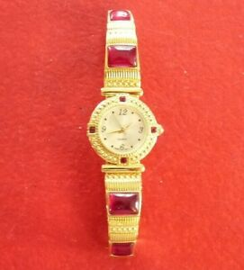 Nice-Fashion-Quartz-Woman-Watch-with-Red-Gems