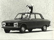 PEUGEOT 304 BERLINA DIESEL RAGAZZA IN Anni'70 costume FOTOGRAFIA