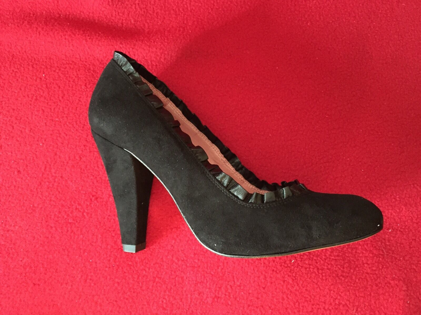 Jeffrey Campbell Campbell Campbell Black Suede Leather Ruffle Trim Round Toe Pump Heel NEW 7.5 8c176e