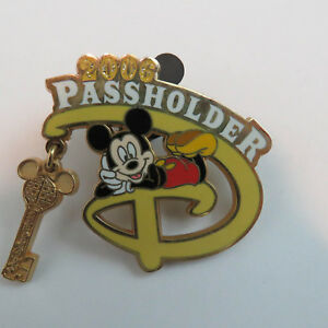 Disney-WDW-Passholder-Exclusive-2006-Mickey-Mouse-Dangle-Glitter-Pin