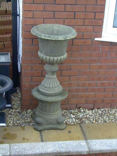 GARDEN URNS VICTORIAN PLANTERS  Pair vict style urns with plinths