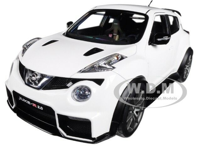 NISSAN JUKE R 2.0 bianca  1/18 MODEL CAR BY AUTOART 77456