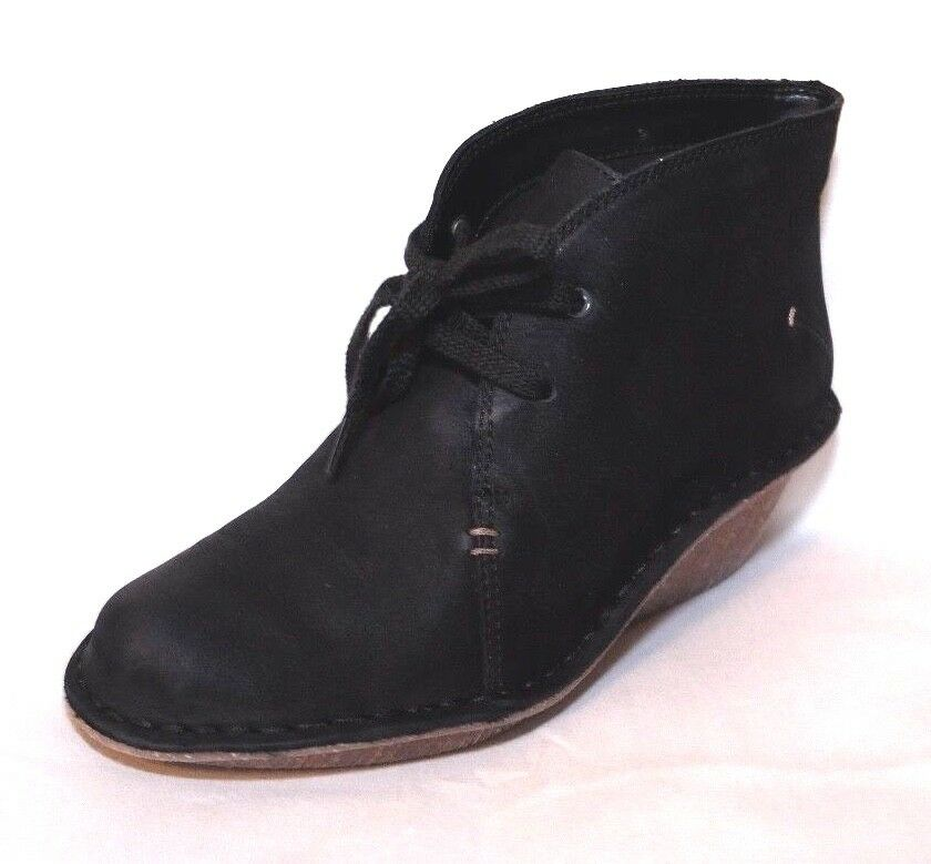 Clarks ladies  MARSDEN LILY  black nubuck leather boots size 6D.New
