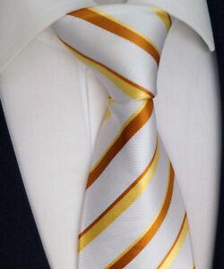 HOMME-CRAVATE-EN-SOIE-avec-cravates-sac-dore-jaune-blanc-modele-nr-K-18-3