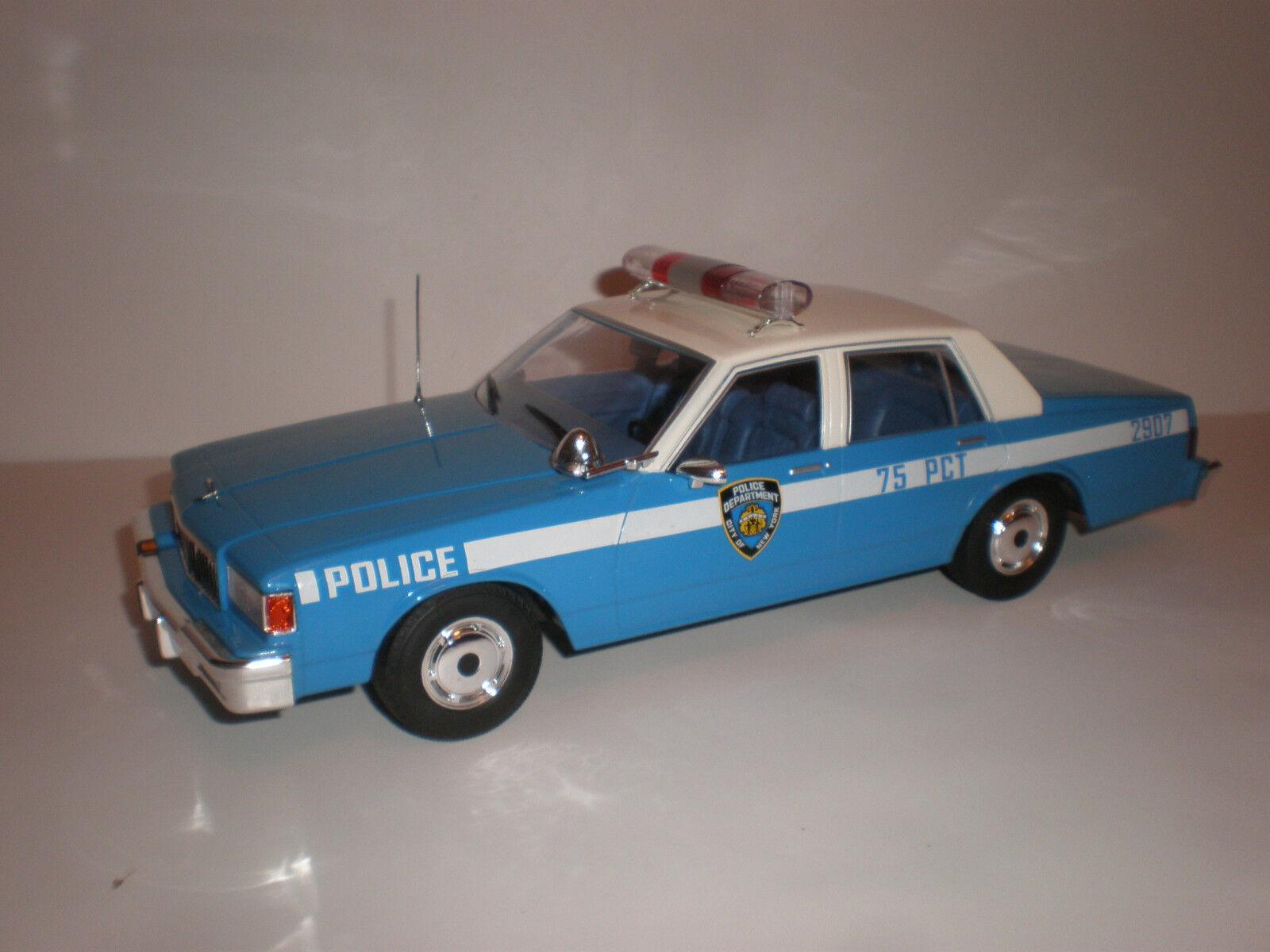 1 18 1985 Chevrolet Caprice New York Police Department MCG Voiture Modèle groupe Diecast