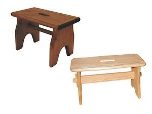 Sgabello in legno massello di abete colore naturale o noce ad