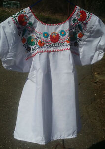 Puebla-Mexican-Blouse-Top-Shirt-White-Embroidered-Flowers-Floral-Medium-Z
