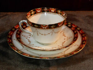 Vintage-ROYAL-ALBERT-CROWN-CHINA-TRIO-Cup-Saucer-Plate-Part-hand-painted