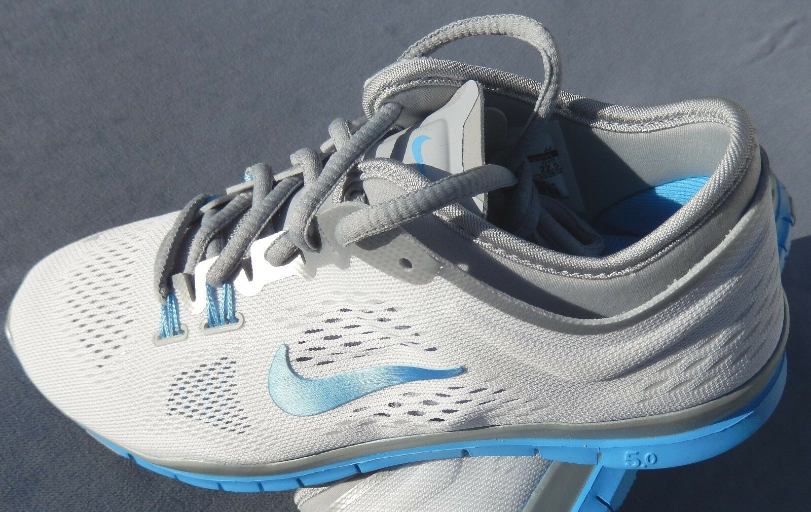 NEW NIKE Damenschuhe FREE 5.0 TR FIT 4 TEAM  MULTIPLE SIZES WEISS / BLUE 642069-108