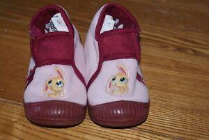 47e41cc16da69 Paire de chaussons enfant Petshop pointure 23 bon état