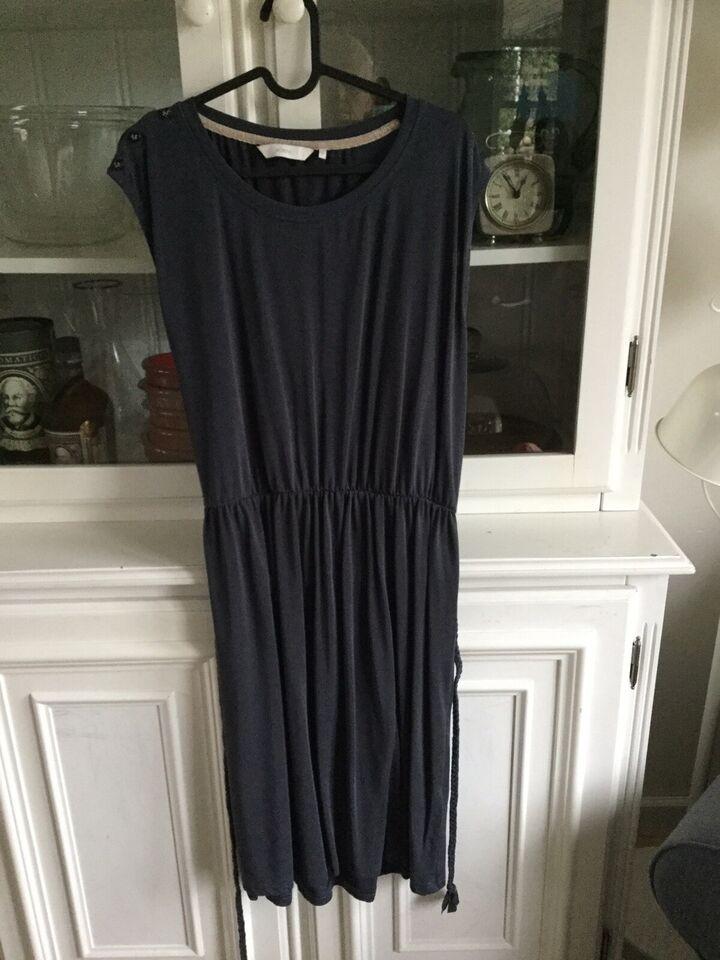 Anden kjole, Nümph, str. L
