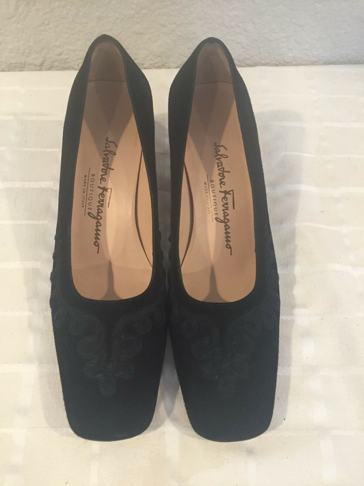 Salvatore Ferragamo Black Suede Embroidered Pumps 6.5B Made in Italy