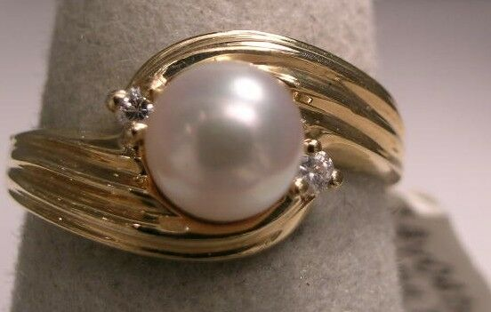 [1284] 14kt Yellow SOLID gold ring with Cultured Pearl and 2 round full cut Dias