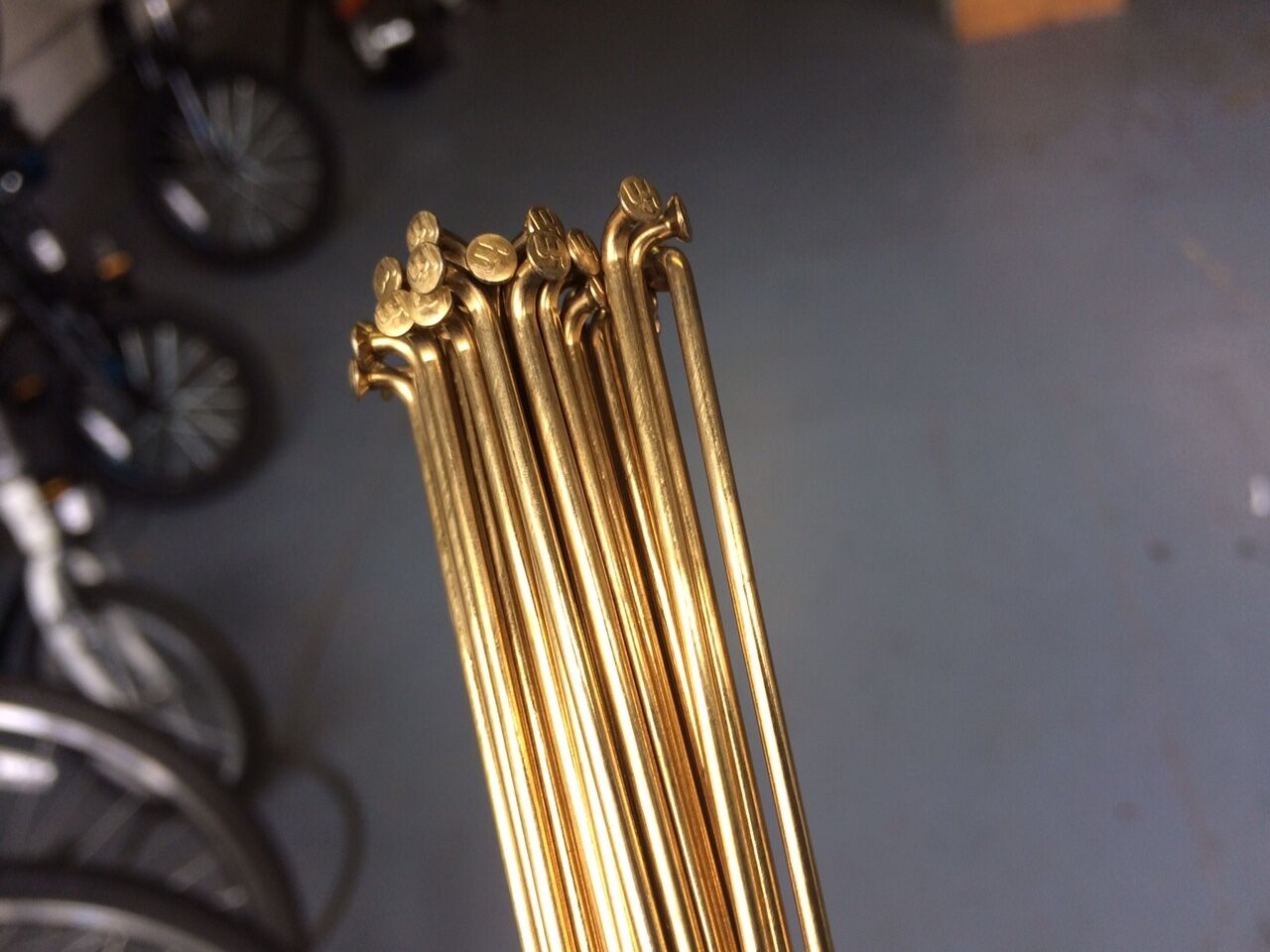 Spokes Gold.180 trough298mm.2mm.straightgauge.Cut to any Größe. set of 36pc.