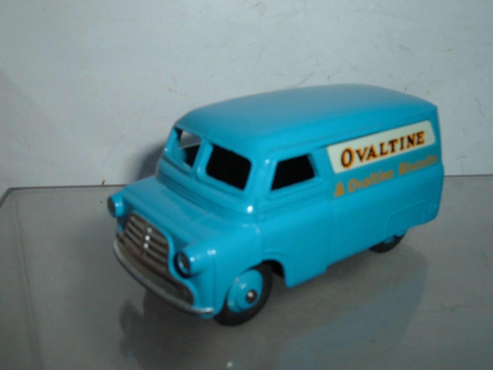 DINKY TOYS BEDFORD CA VAN OVALTINE IN REPAINTED HAVE HAVE HAVE A LOOK AT THE  PICTURES 37d936