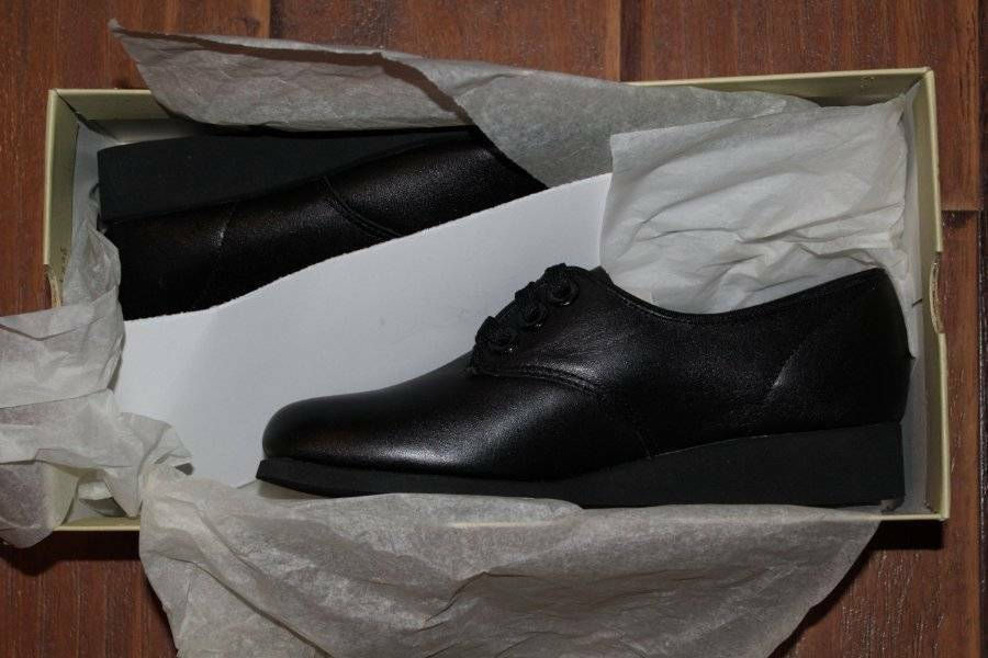 Women's Vintage SOFTSPOTS Black LIBRA Leather Shoes New in Box 6.5 M