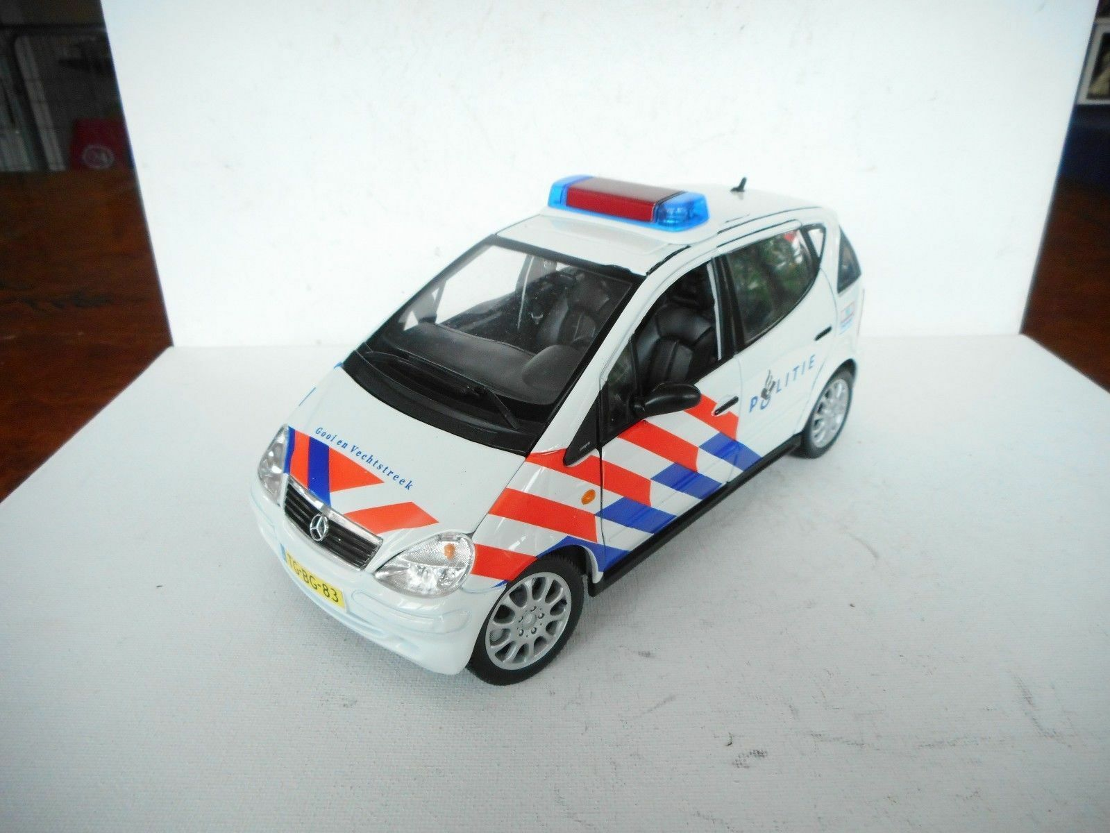 Maisto Mercedes-Benz A-Class Long Version 1 18 Police Car (NED) GOOD OHNE OVP