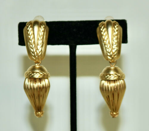 Oscar de la Renta dangle clip on earrings