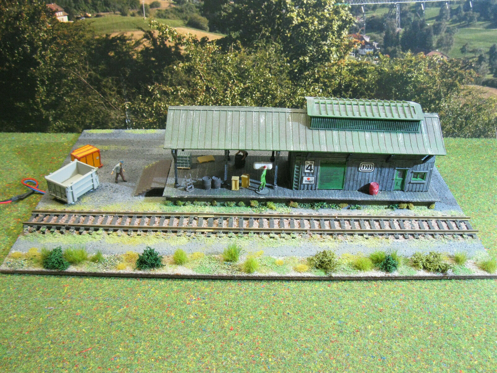 Freight Station with LED Light Figures Vehicles model railway diorama H0 1 87