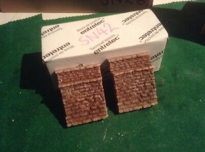Affidabile A Pair Of N Scale, N Gauge Stone Bridge Abutments - *single Track * Painted Portare Più Convenienza Per Le Persone Nella Loro Vita Quotidiana