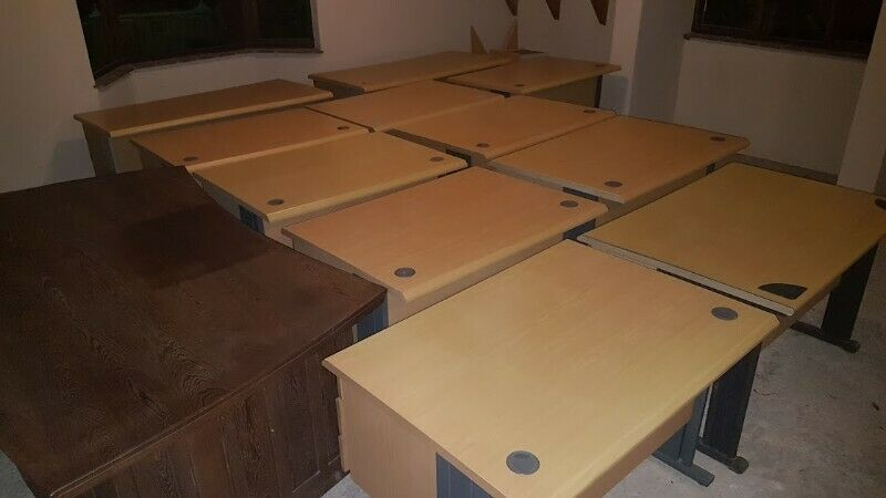 SELECTION OF OFFICE DESKS AND CHAIRS FOR SALE