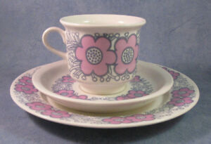 ARABIA-OF-FINLAND-Vintage-Violetta-Coffee-Cup-amp-Saucer-Cake-Saucer