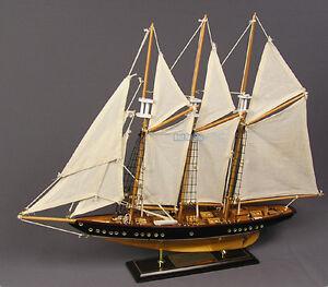 Segelboot-Segelschiff-Modell-Segelyacht-Holz-Maritim-Standmodell-Schiff-Segel
