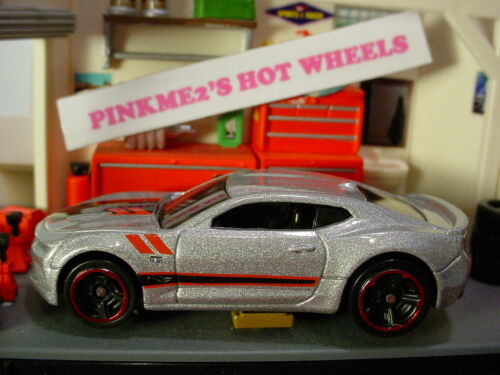 /'16 CAMARO SS✰silver chevy;red rim mc5✰Fifty✰New 2017 Hot Wheels Loose