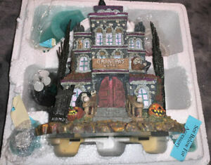 Hawthorne-Village-THE-MUNSTERS-Collection-GRANDPA-039-S-TOUCH-OF-TRANSYLVANIA-HOTEL