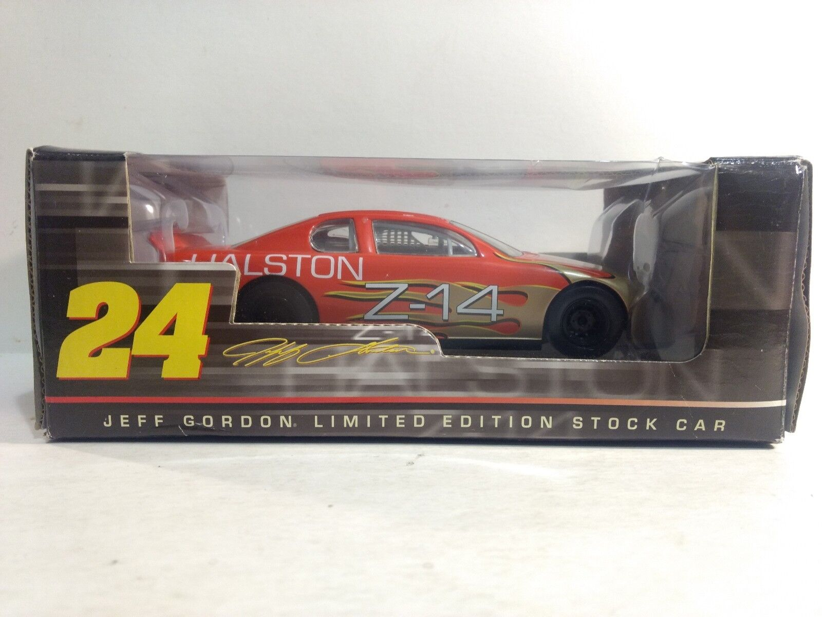 Nascar Jeff Gordon Z-14 Halston Chevy In 1 24 Scale Diecast From Action 2005