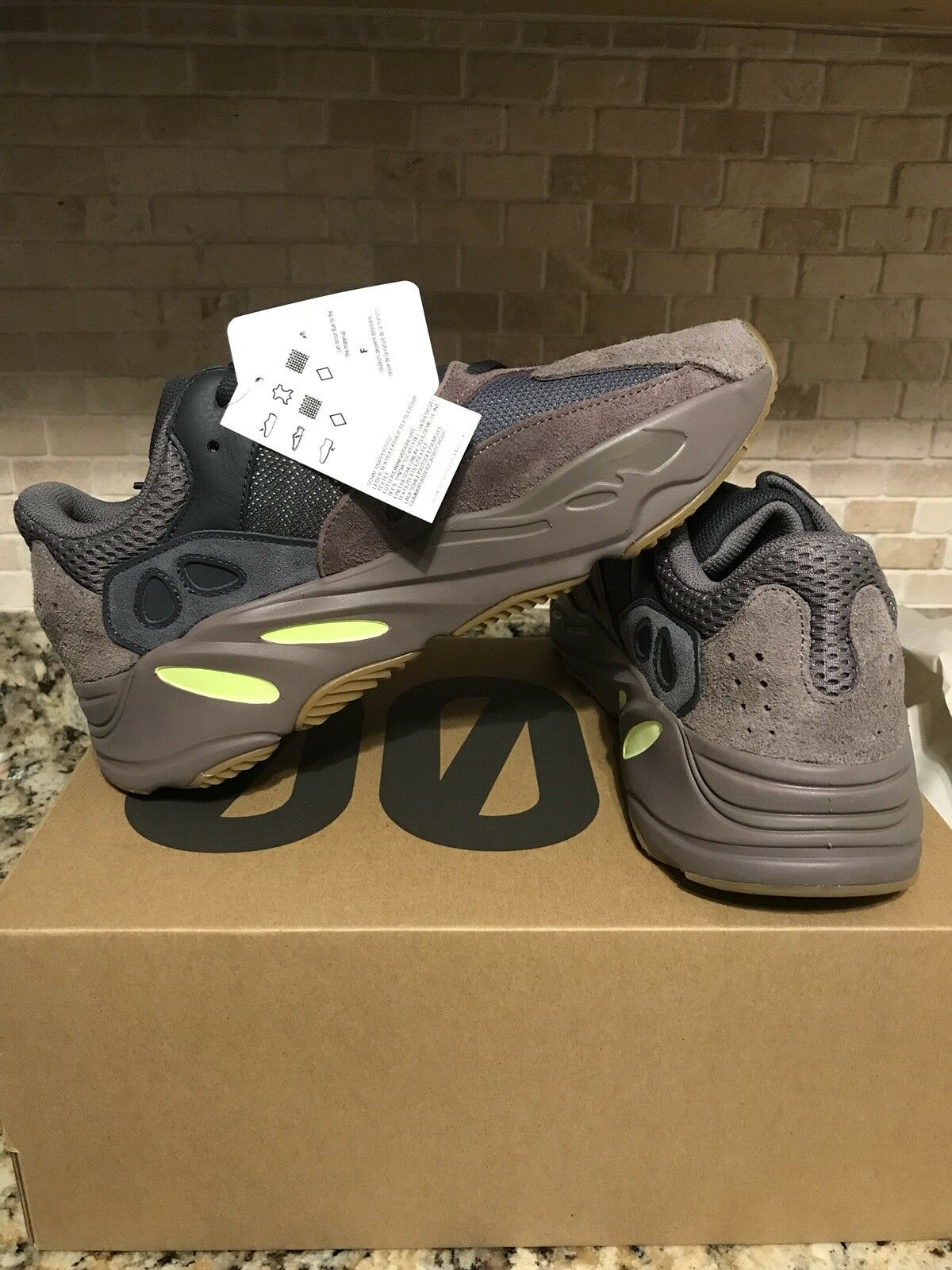 100% Authentic Adidas Adidas Adidas Yeezy Boost 700 Muave Size 9.5 US Mens ea1fc3